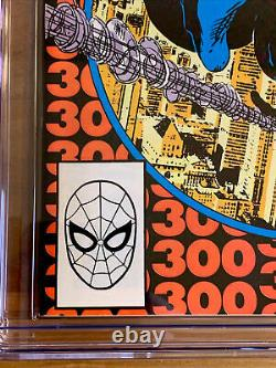 AMAZING SPIDER-MAN #300 1st Appearance Of VENOM. CGC 7.5 OW-White Pages